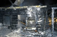 Сгоревший дом. Фото ГУ МЧС России по Иркутской области