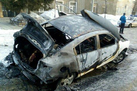 Сгоревшая машина. Фото из группы «ДТП 38RUS»