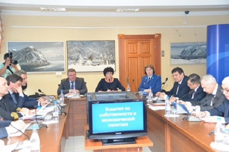 На заседании комитета. Фото пресс-службы ЗС