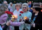 Люди со свечами. Автор фото — Игорь Дремин