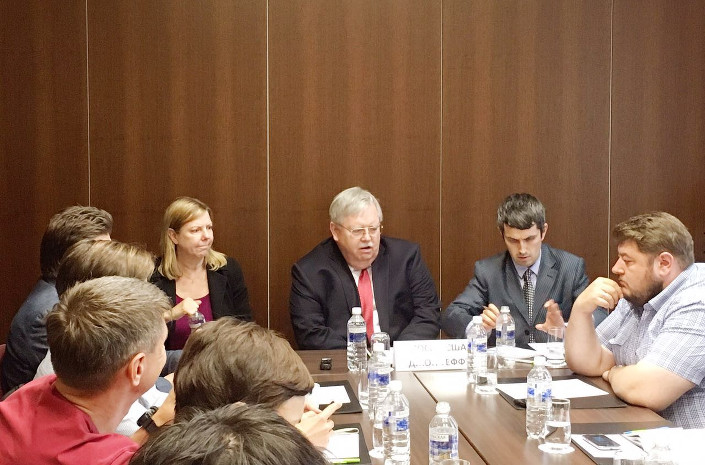 Посол США на встрече с журналистами