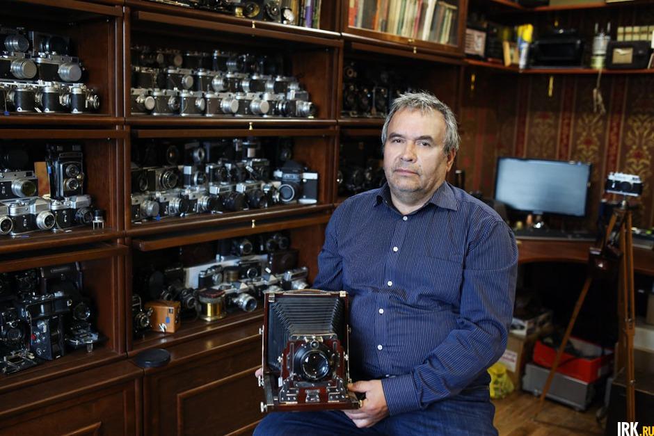Александр Юрьевич: «Началось все с увлечения фотографией еще в девятилетнем возрасте. Отец мой Юрий Иванович был увлеченным фотографом и кинолюбителем. Он привил мне любовь к фотографии».