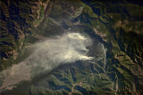 Мощный пожар наБайкале зафиксировали накосмоснимках