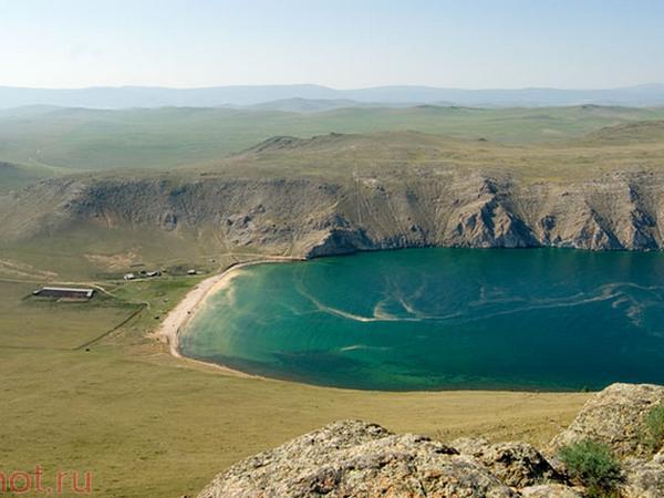 Вид на бухту Ая. Фото с сайта www.shot.ru