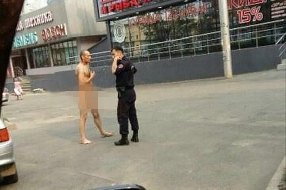 Задержан голый мужчина