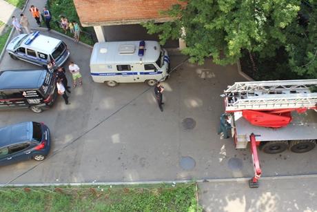 3-летний ребенок едва невыпал изокна 5-ого этажа вИркутске