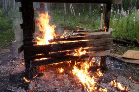 Двое детей погибли впожаре вшалаше вБратске