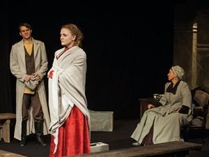 Кадриз спектакля «Гроза». Фото с сайта www.dramteatr.ru