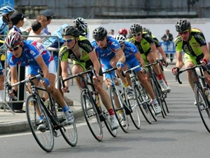 На соревнованиях по велоспорту. Фото с сайта www.cyclingnews.com