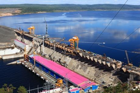 Строителям Богучанской ГЭС вгороде Усть-Илимске задолжали неменее 3 млн.
