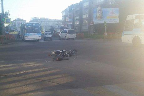 Мотоциклист столкнулся смаршрутным автобусом №3 вАнгарске