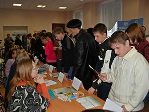 На ярмарке вакансий. Фото предоставлено ЦЗН города Иркутска