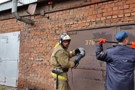 Мужчина едва несгорел в своем гараже вШелехове