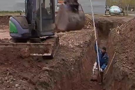 ВБратске посадят строителя из-за падения горожанки втраншею