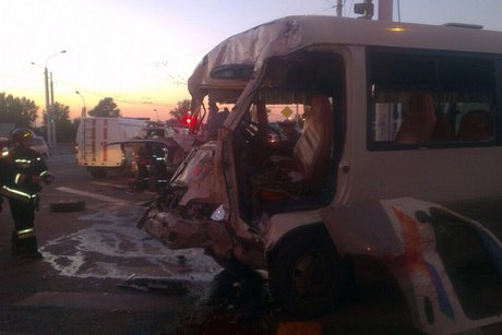 ВИркутске шофёр маршрутки умер после столкновения савтобусом