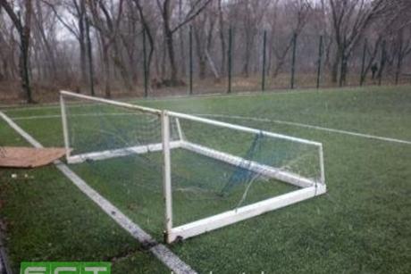 ВБратске пофакту падения футбольных ворот нашкольника возбудили уголовное дело