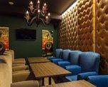 Отдельный зал, отлично подходящий как для деловых встреч, так и для тесных дружеских посиделок