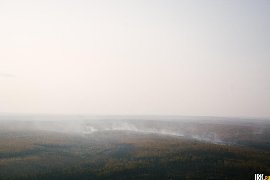 «За время облета мы не увидели ни одной единицы пожарной техники, ни одного человека, борющегося с огнем. Зафиксировали более двух десятков очагов возгорания, от небольших до огромных», — рассказал Александр Якубовский.
