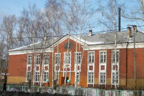 Школа в Вихоревке. Фото с сайта wikimapia.org