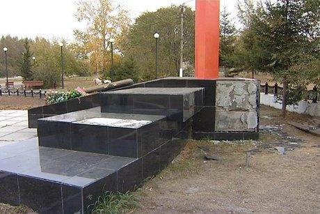 Вандалы разрушают монумент героям ВОВ вБратске