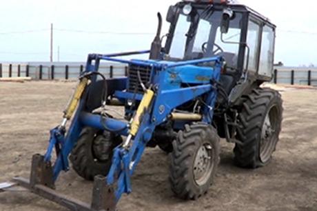 Леди изМаркова пробовала задавить пристава трактором