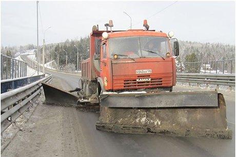 Движение большегрузов потрассе отСлюдянки доБайкальска ограничено из-за снегопада
