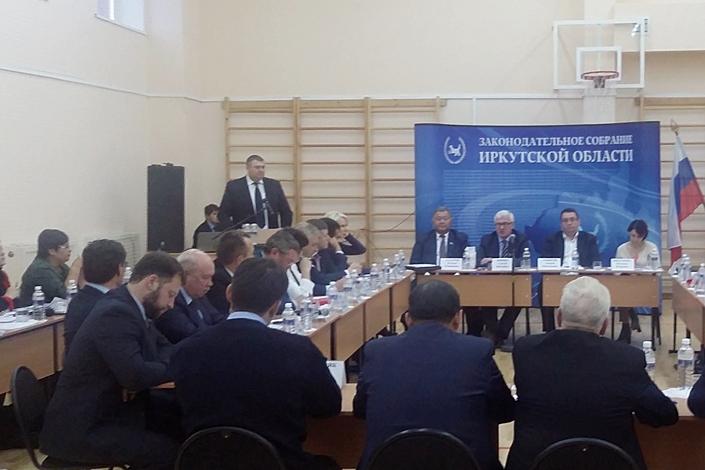 На выездном совещании депутатов ЗС. Фото ИА «Иркутск онлайн»