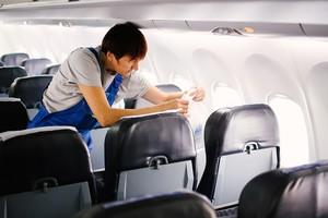Уборка самолета занимает не меньше 30 минут.