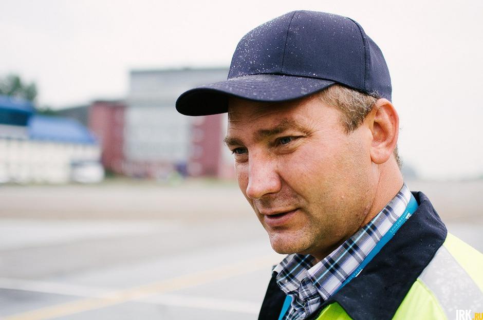 Ведущий инженер АК «Ангара» Сергей Грищенко рассказывает о тонкостях заправки самолетов.