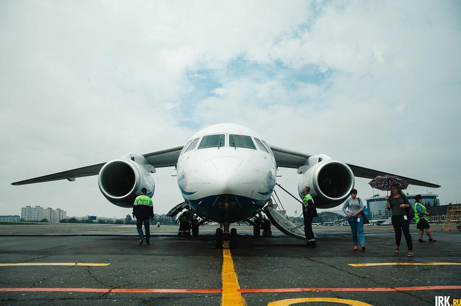Ан-148 — ближнемагистральный узкофюзеляжный пассажирский самолет.
