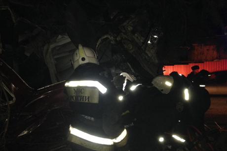 ДТП вИркутске: бетоновоз врезался вдерево, шофёр умер