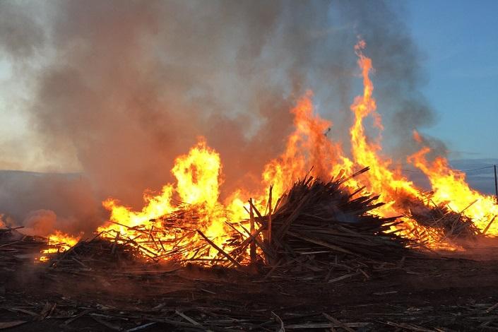 ВИркутске произошел мощный пожар надеревообрабатывающем предприятии