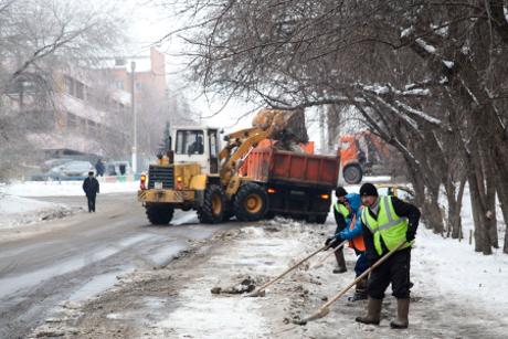 Сулиц Челябинска завыходные вывезли неменее 5 тыс. тонн снега