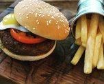Бургер-гриль с говяжьей котлетой и картофелем фри