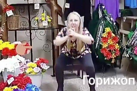Иркутский депутат подкачала попу нафоне гробов— Похоронный фитнес