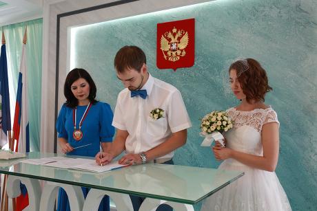 ВИркутской области стали реже жениться ирожать