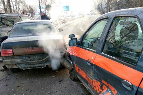 ВИркутске автомобиль автошколы попал вДТП с 2-мя иномарками