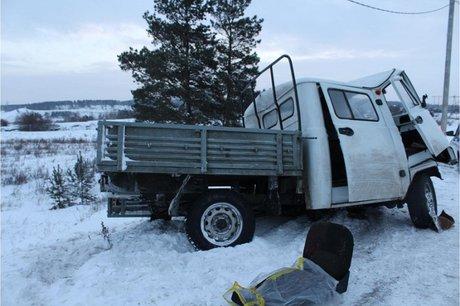 ВТулуне шофёр УАЗа умер отстолкновения сбольшегрузом
