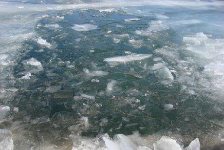 Машина сшестью людьми провалилась под лёд вУсольском районе