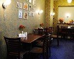 Уютный интерьер кафе располагает отдохнуть от суеты города и выпить чашечку ароматного кофе