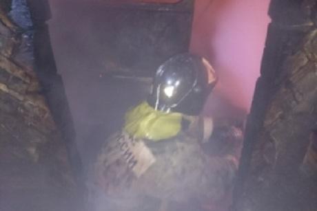 Женщина пострадала впожаре вмногоквартирном доме наулице Майской