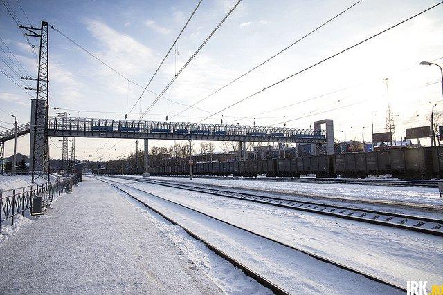 На станции есть пешеходный мост