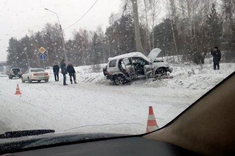 Появились фото сместа чудовищного ДТП вИркутске: погибла 14-летняя девочка