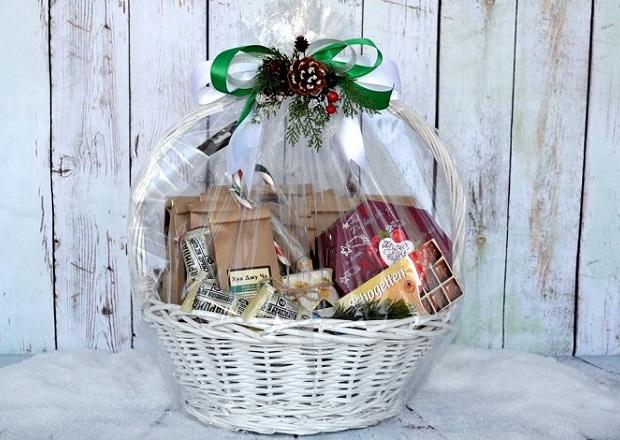 Подарок с чаями в корзине