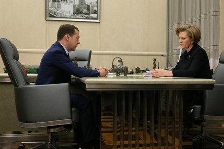 Медведев согласился сприостановкой продажи спиртосодержащих жидкостей
