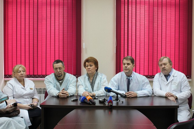 Алексея Третьяков (второй слева), Валентина Вобликова, Олег Ярошенко. Фото с сайта www.minzdrav-irkutsk.ru