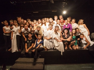 Студенты Иркутского театрального училища. Фото Андрея Копанева с сайта www.irkteatruch.ru
