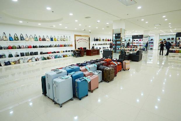 В торговом центре товар предлагают крупные китайские предприятия