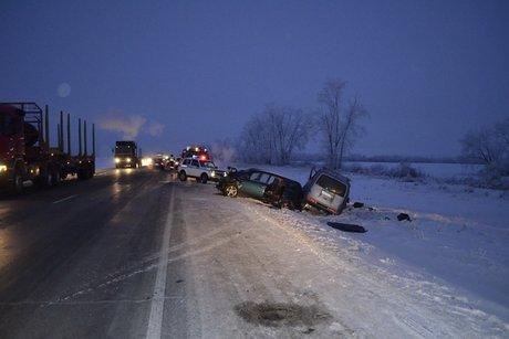 Три человека погибли влобовом столкновении авто натрассе вИркутской области