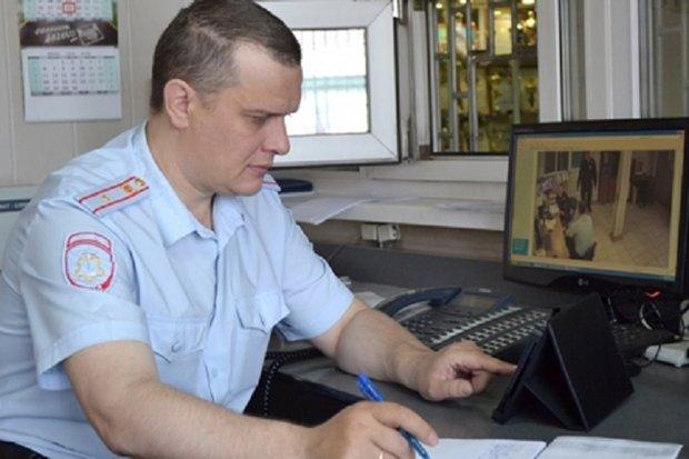 Полицейский за работой. Фото ГУ МВД России по Иркутской области